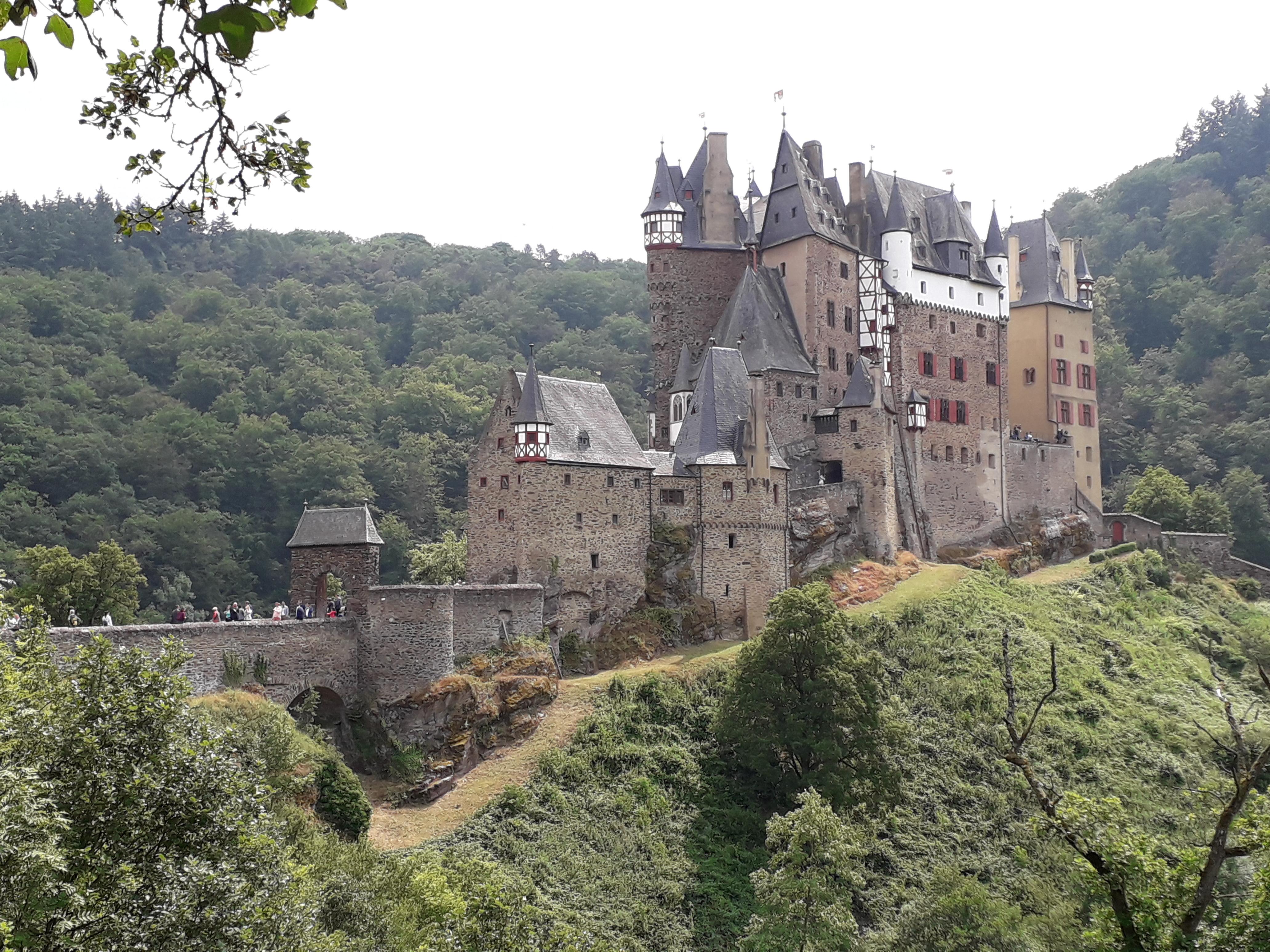 Recherche auf Burg Eltz